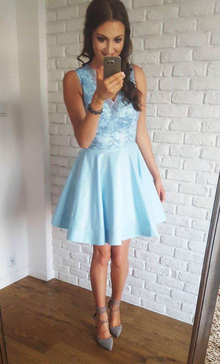 8ca1d63be7 Błękitna sukienka podszyta tiulem. Ozdobnie wykończona… na Stylowi.pl
