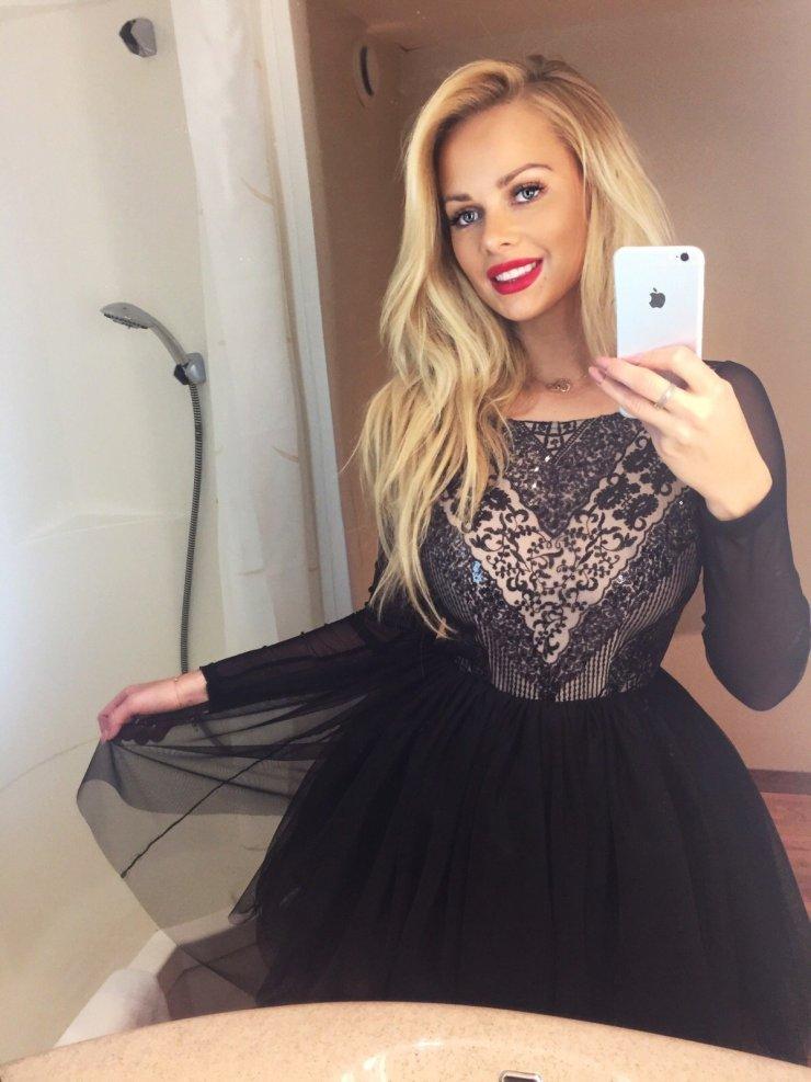 bd1aba6052 Tiulowa sukienka z długim rękawem i ozdobną cekinową gó… na Stylowi.pl