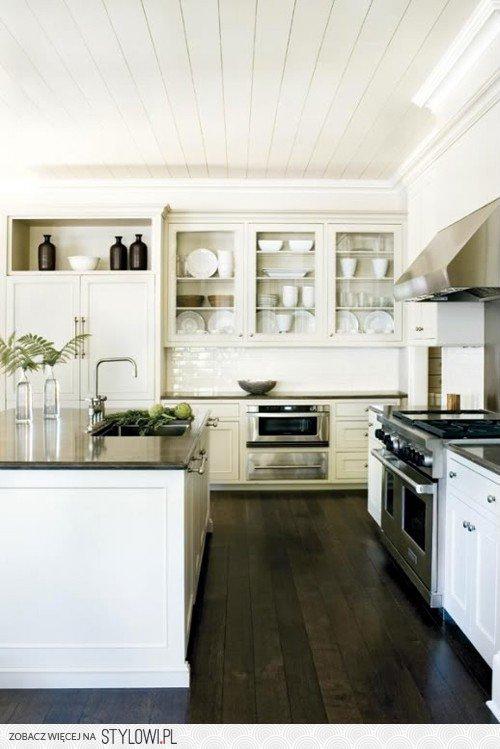 Kuchnia Białe Meble Ciemna Drewniana Podłoga I Ciemn Na