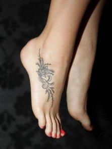 Tatuaże Damskie Na Stopie Szukaj W Google Na Stylowipl