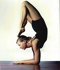 Znalezione obrazy dla zapytania pozycja jogi skorpion foto gif