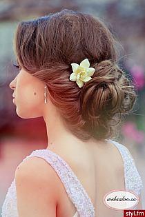 Fryzury Wieczorowe Włosy Fryzury średnie Wieczorowe Pr Na Stylowipl