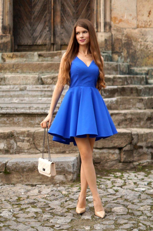 Sukienka kobaltowa z dłuższym tyłem. Idealna na wesele… na